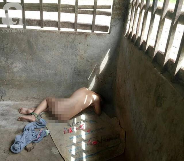 Đằng sau bức ảnh bé trai 13 tuổi trần truồng, bị ông nội cột dây, nhốt trong chuồng là một câu chuyện đầy thương cảm - Ảnh 3.