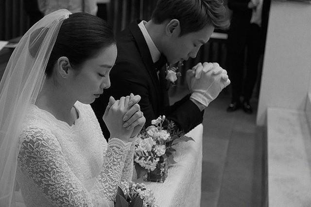 Ảnh cưới màu chưa từng tiết lộ của Bi Rain - Kim Tae Hee - Ảnh 4.