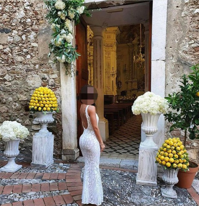 """Mặc váy trắng đi đám cưới bạn thân, cô gái mắc lỗi """"tày đình"""" khiến dân tình ngán ngẩm - Ảnh 2."""