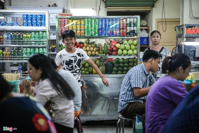 Quán phở miến gà ta chật kín khách từ sáng đến đêm ở Sài Gòn - Ảnh 11.
