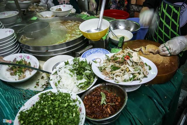 Quán phở miến gà ta chật kín khách từ sáng đến đêm ở Sài Gòn - Ảnh 4.