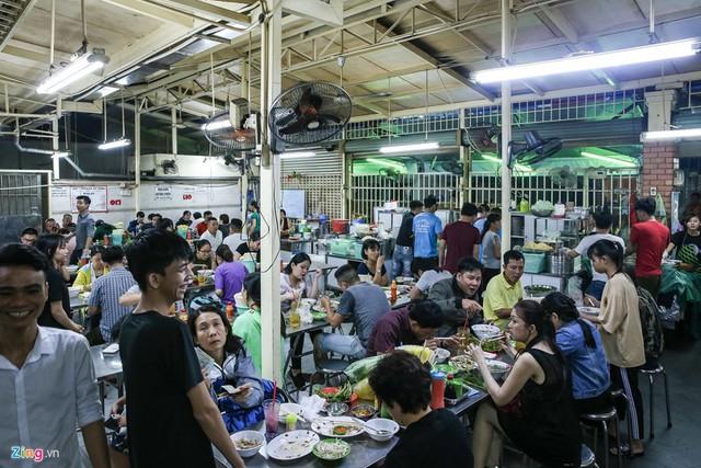 Quán phở miến gà ta chật kín khách từ sáng đến đêm ở Sài Gòn - Ảnh 7.