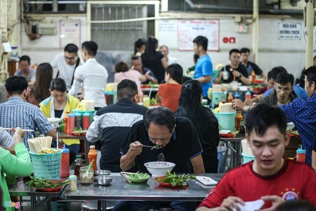 Quán phở miến gà ta chật kín khách từ sáng đến đêm ở Sài Gòn - Ảnh 9.