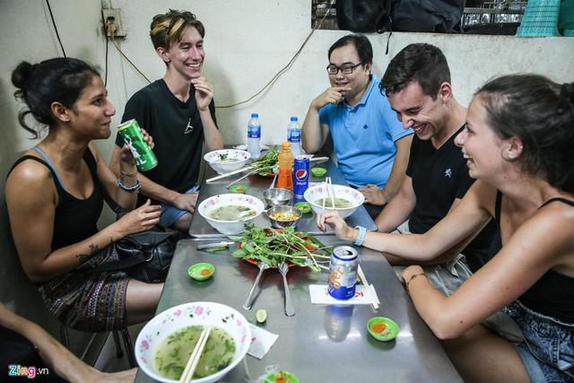 Quán phở miến gà ta chật kín khách từ sáng đến đêm ở Sài Gòn - Ảnh 10.