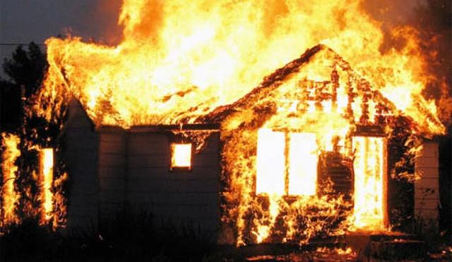 Cháy nhà ở Hải Dương: Mẹ và con gái chết thảm - Ảnh 1.