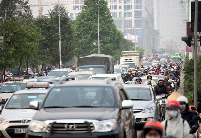 Hà Nội cần có giải pháp gì để mạng lưới giao thông bắt nhịp cùng phát triển đô thị? - Ảnh 1.