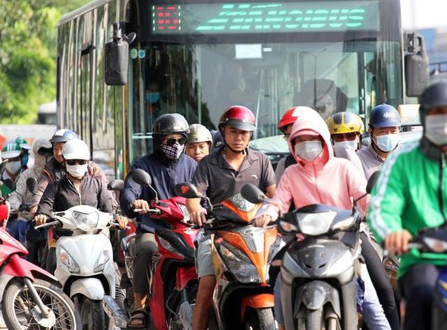 Hà Nội cần có giải pháp gì để mạng lưới giao thông bắt nhịp cùng phát triển đô thị? - Ảnh 4.