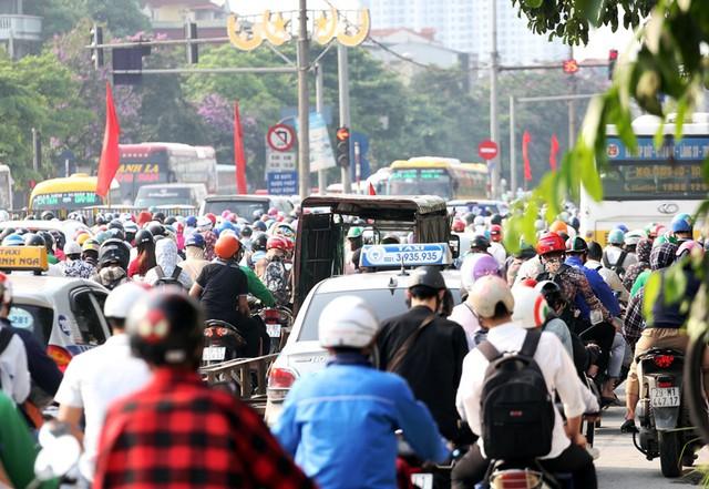 Hà Nội cần có giải pháp gì để mạng lưới giao thông bắt nhịp cùng phát triển đô thị? - Ảnh 3.