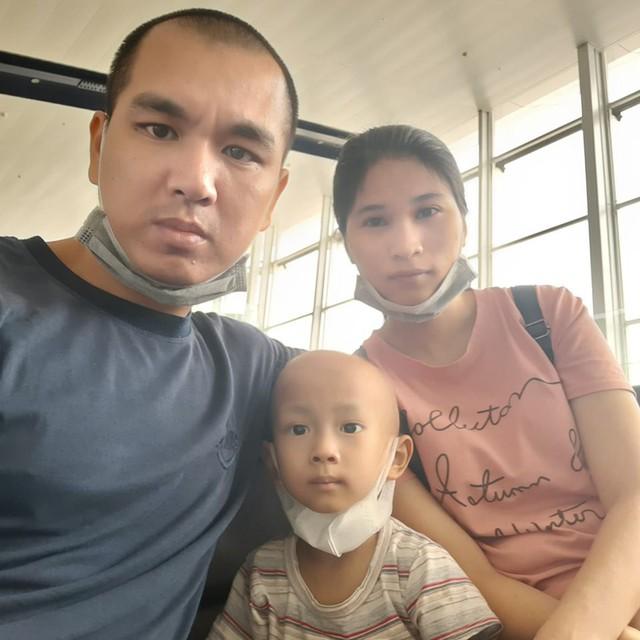Nước mắt của người cha có con 4 tuổi bị ung thư nguyên bào thần kinh - Ảnh 2.