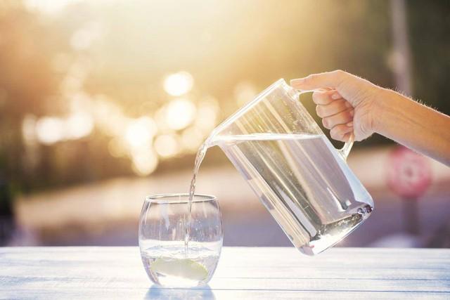 Vì sao 1 cốc nước uống vào thời điểm này tốt cho sức khỏe hơn cả nghìn viên thuốc bổ  - Ảnh 1.