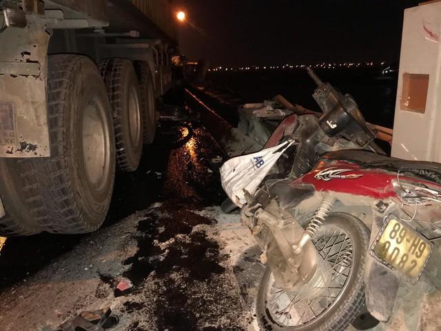 Vụ xe container đâm hàng loạt xe máy trên cầu Thanh Trì: Tài xế lái xe container gây tai nạn khai gì? - Ảnh 3.