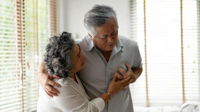 Đau thắt ngực trái, khó thở là biểu hiện của bệnh gì? - Ảnh 1.