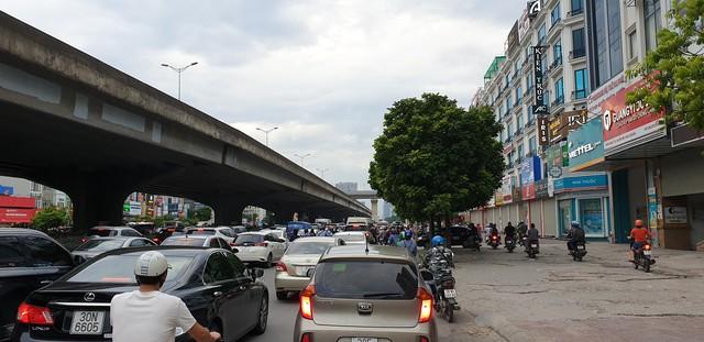 Dòng người tay xách, nách mang trở lại Hà Nội sau kỳ nghỉ Quốc khánh 2/9 - Ảnh 3.