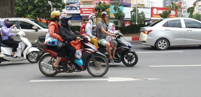 Dòng người tay xách, nách mang trở lại Hà Nội sau kỳ nghỉ Quốc khánh 2/9 - Ảnh 5.