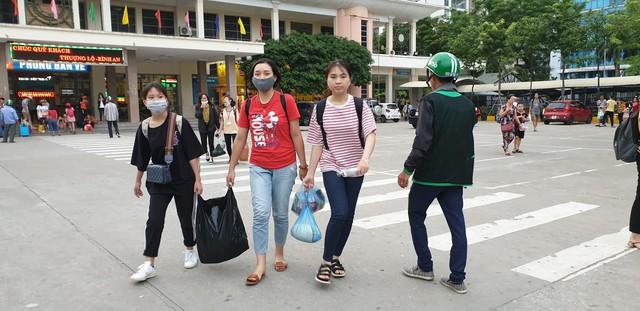 Dòng người tay xách, nách mang trở lại Hà Nội sau kỳ nghỉ Quốc khánh 2/9 - Ảnh 15.
