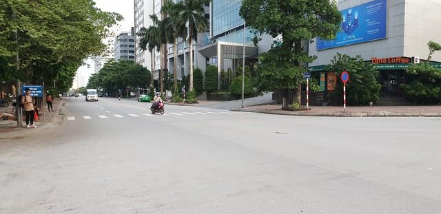 Dòng người tay xách, nách mang trở lại Hà Nội sau kỳ nghỉ Quốc khánh 2/9 - Ảnh 20.