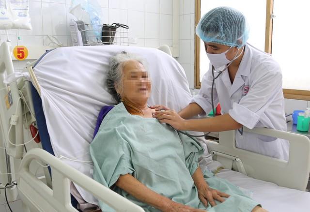 Cụ bà gần 80 tuổi bị hoại tử 3m ruột - Ảnh 1.