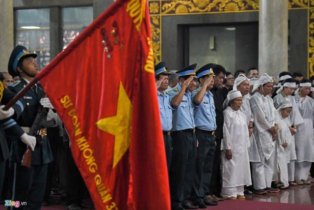 Xúc động tiễn đưa anh hùng phi công Nguyễn Văn Bảy về quê nhà - Ảnh 8.