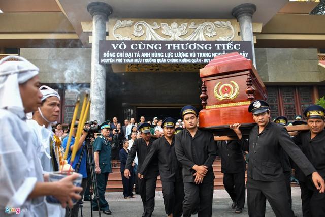 Xúc động tiễn đưa anh hùng phi công Nguyễn Văn Bảy về quê nhà - Ảnh 10.