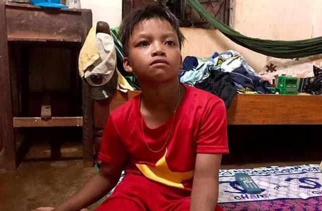 Công an thuê xe chở bé trai 13 tuổi đi lạc 300 km về nhà - Ảnh 1.