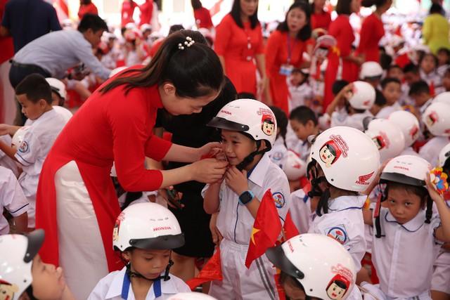 Honda Việt Nam trao tặng Mũ bảo hiểm cho học sinh lớp Một toàn quốc năm học 2019 – 2020 - Ảnh 3.