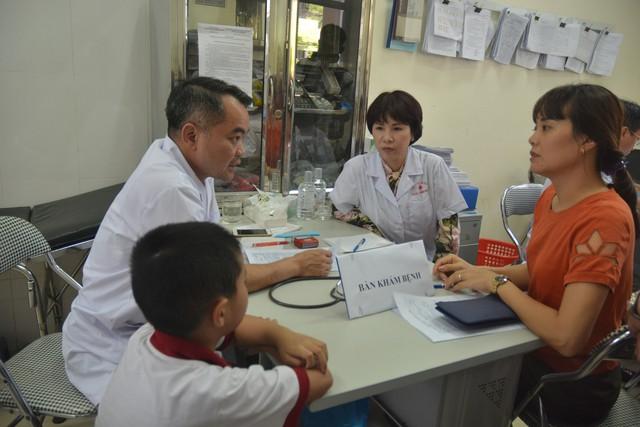 Không được lấy máu xét nghiệm thủy ngân. người dân xung quanh Công ty Rạng Đông băn khoăn, lo lắng - Ảnh 2.