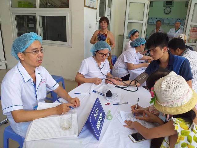 Không được lấy máu xét nghiệm thủy ngân. người dân xung quanh Công ty Rạng Đông băn khoăn, lo lắng - Ảnh 3.