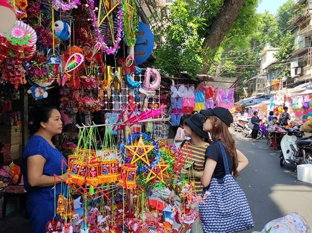 Vì sao các cửa hàng bán đồ chơi Trung thu tại phố Hàng Mã cấm người dân chụp ảnh? - Ảnh 6.