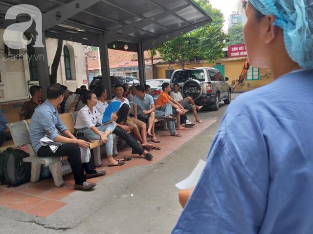 Bố của bé trai 10 tuổi bị người thân chém đứt lìa bàn tay ở Bắc Giang: Giờ tôi chưa dám lại nhìn con - Ảnh 2.