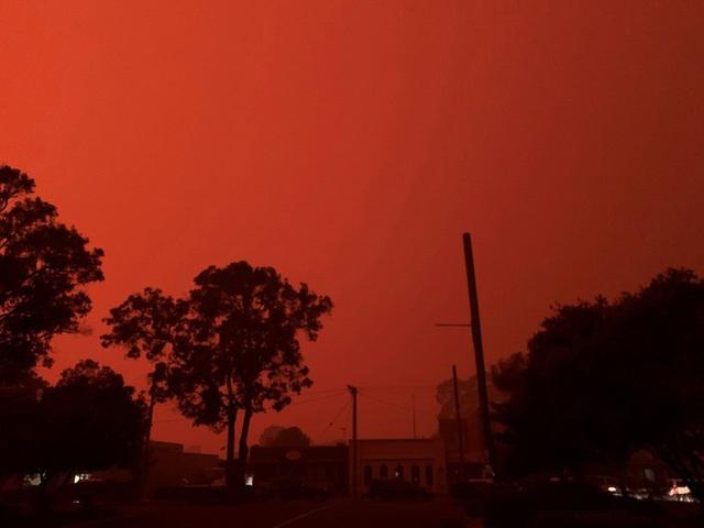 Thế giới bước sang năm mới 2020 trong pháo hoa và cháy rừng - Ảnh 2.