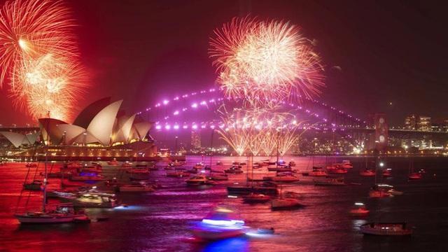 Thế giới bước sang năm mới 2020 trong pháo hoa và cháy rừng - Ảnh 11.