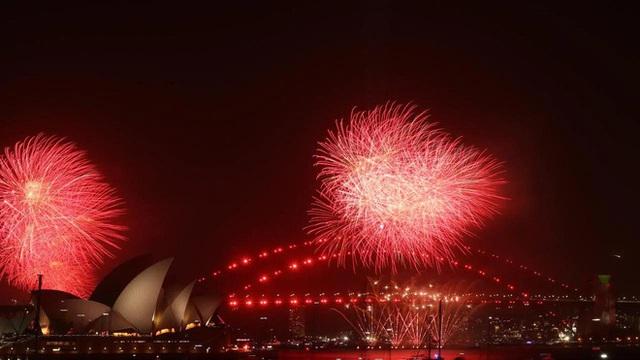 Thế giới bước sang năm mới 2020 trong pháo hoa và cháy rừng - Ảnh 12.