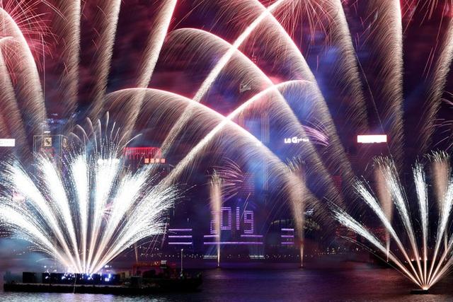 Thế giới bước sang năm mới 2020 trong pháo hoa và cháy rừng - Ảnh 14.