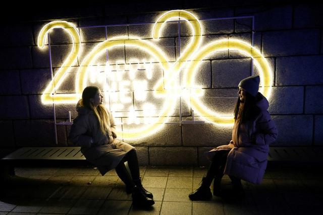 Thế giới bước sang năm mới 2020 trong pháo hoa và cháy rừng - Ảnh 16.
