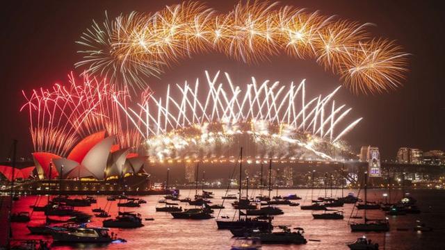Thế giới bước sang năm mới 2020 trong pháo hoa và cháy rừng - Ảnh 34.