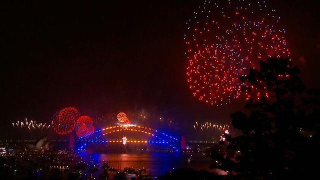 Thế giới bước sang năm mới 2020 trong pháo hoa và cháy rừng - Ảnh 36.