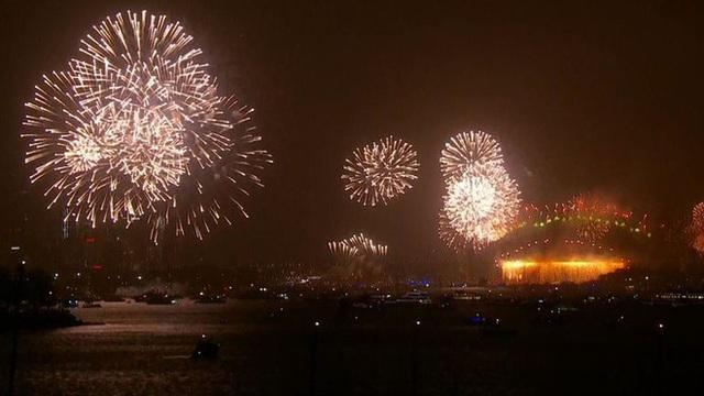 Thế giới bước sang năm mới 2020 trong pháo hoa và cháy rừng - Ảnh 37.