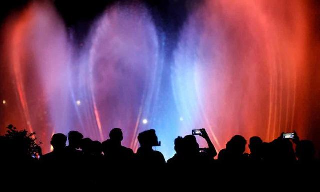 Thế giới bước sang năm mới 2020 trong pháo hoa và cháy rừng - Ảnh 58.