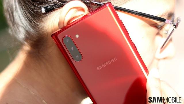 Những smartphone sắc đỏ đón Tết - Ảnh 2.