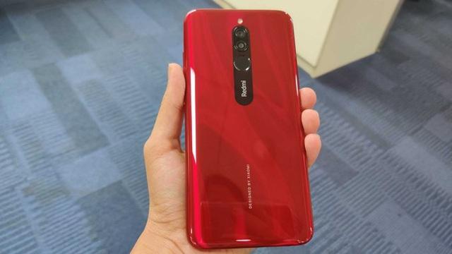 Những smartphone sắc đỏ đón Tết - Ảnh 4.