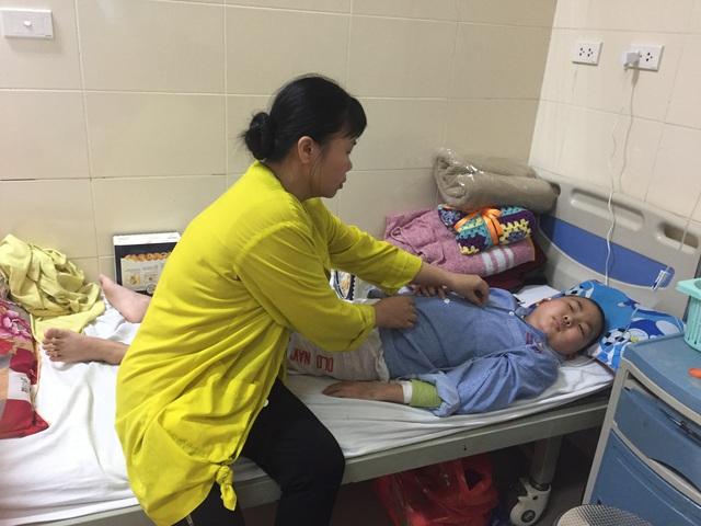 Quằn quại trong cơn đau vì bệnh, cậu bé ung thư mong được về ăn Tết - Ảnh 3.