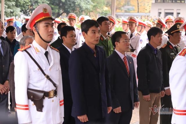 Người dân thôn Hoành đến viếng 3 chiến sĩ hy sinh tại Đồng Tâm - Ảnh 12.