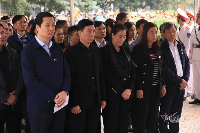 Người dân thôn Hoành đến viếng 3 chiến sĩ hy sinh tại Đồng Tâm - Ảnh 13.