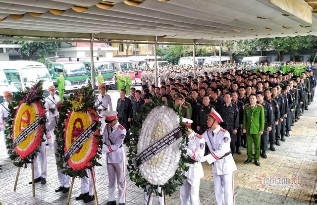 Người dân thôn Hoành đến viếng 3 chiến sĩ hy sinh tại Đồng Tâm - Ảnh 14.