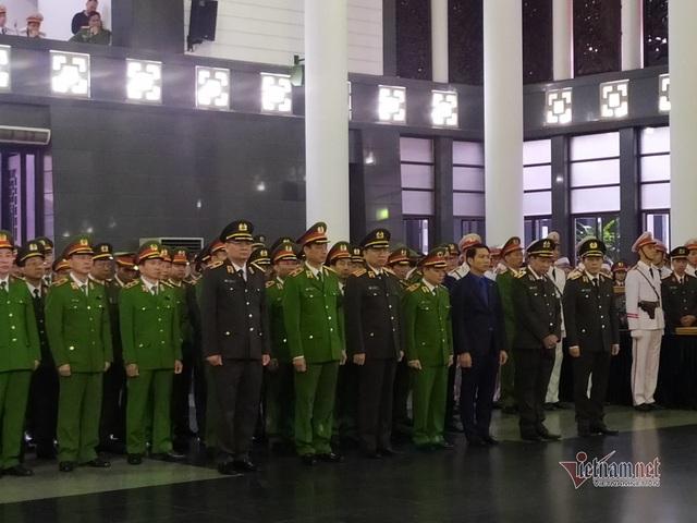 Người dân thôn Hoành đến viếng 3 chiến sĩ hy sinh tại Đồng Tâm - Ảnh 15.