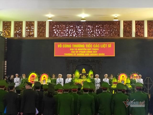 Người dân thôn Hoành đến viếng 3 chiến sĩ hy sinh tại Đồng Tâm - Ảnh 16.