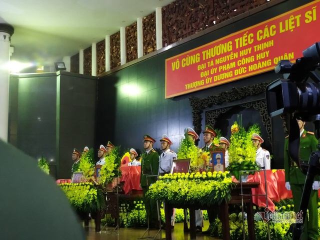 Người dân thôn Hoành đến viếng 3 chiến sĩ hy sinh tại Đồng Tâm - Ảnh 17.