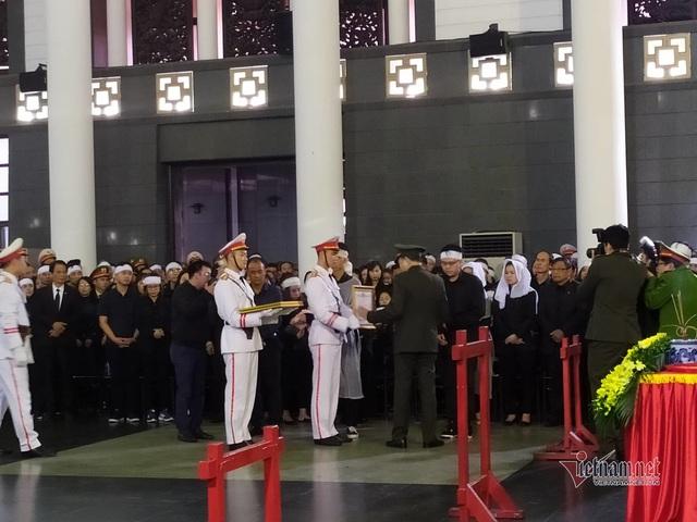 Người dân thôn Hoành đến viếng 3 chiến sĩ hy sinh tại Đồng Tâm - Ảnh 18.