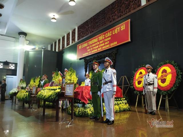 Người dân thôn Hoành đến viếng 3 chiến sĩ hy sinh tại Đồng Tâm - Ảnh 19.