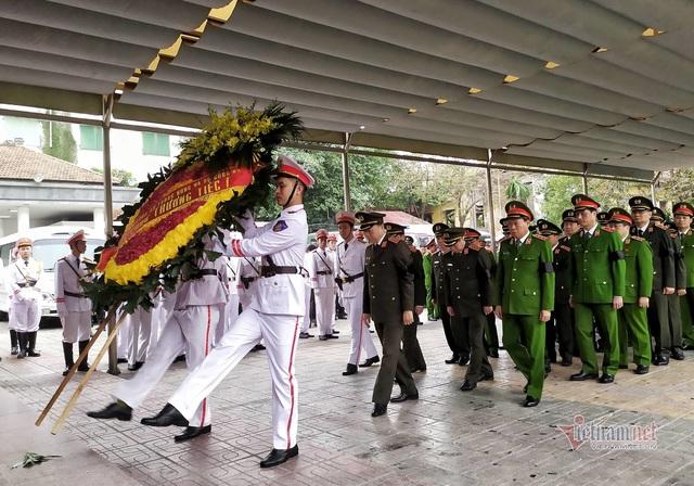 Người dân thôn Hoành đến viếng 3 chiến sĩ hy sinh tại Đồng Tâm - Ảnh 4.